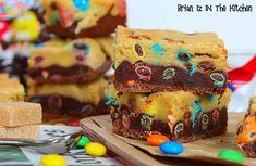 """Quand on est tiraillé entre l'envie de faire des cookies ou un brownie, on ne réfléchit pas longtemps et on fait un """"Brookie""""!!! Des bonbons, du chocolat, des cookies, du brownie... Tout est dans cette recette, à la limite de l'indécence pour satisfaire..."""