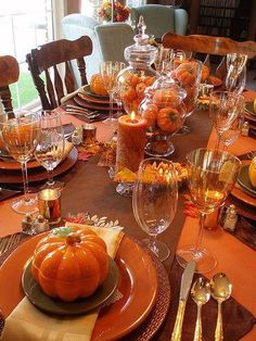 Easy Thanksgiving table settings with pine cones and branches - would also make a great Fall table centerpiece Fall Table Settings, Thanksgiving Table Settings, Thanksgiving Centerpieces, Thanksgiving Parties, Holiday Tables, Christmas Tables, Place Settings, Canadian Thanksgiving, Thanksgiving Celebration