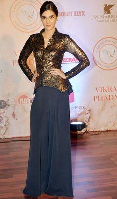 Kriti Sanon at Vikram Phadnis's fashion show. #Bollywood #Fashion #Style #Beauty #Hot #Cute