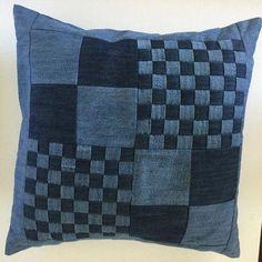 Applique denim pillow cover Pillows For Bed Jean Crafts, Denim Crafts, Kids Pillows, Throw Pillows, Denim Decor, Denim Art, Denim Ideas, Recycled Denim, Quilted Pillow