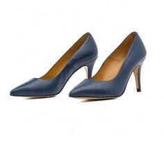 Zapatos salón Julie Blue, son de la marca Elena Zárate Calzado & Complementos. Son unos zapatos de napa azul marino, tacón de 7 cms, ideal para las jornadas diarias en las que no solo el trabajo nos ocupa. Clásico, elegante, cómodo pero no monótono. http://rosanaguerreromodayestilo.blogspot.com