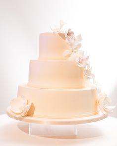 #Wedding #Cake #White #Flowers