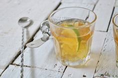 Green tea cocktail, yes you heard! This green tea whisky 'short' cocktail is a brilliant low sugar alternative on a night out! No Sugar Diet, No Sugar Foods, Healthy Eating Recipes, Healthy Snacks, Green Tea Cocktail, Lime Tea, Tea Cocktails, Sugar Alternatives