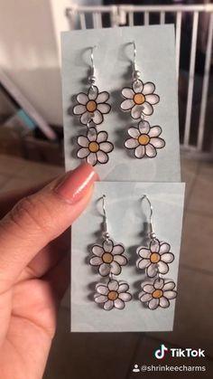 Shrink Plastic Jewelry, Resin Jewelry, Jewellery, Diy Earrings, Earrings Handmade, Handmade Jewelry, Diy Crafts Hacks, Diy And Crafts, Diys