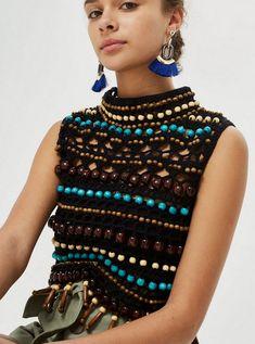 Etro - Milan Fashion Week / Spring 2016 So often, crochet is a bad idea.Crochet Tops (Crochet e moda)ZsaZsa Bellagio – Like No Other: Sheer LovelinessWant fantastic tips on arts and crafts? Mode Crochet, Bead Crochet, Knit Crochet, Crochet Bags, Knitwear Fashion, Knit Fashion, Boho Fashion, Fashion Spring, Milan Fashion