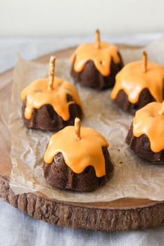 Mini Chocolate Pumpkin Bundt Cakes-Delicious Thanksgiving Cookies