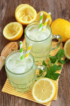 Lemoniada – klasyczny przepis Moscow Mule Mugs, Cantaloupe, Food And Drink, Pudding, Fruit, Tableware, Desserts, Flan, Dinnerware