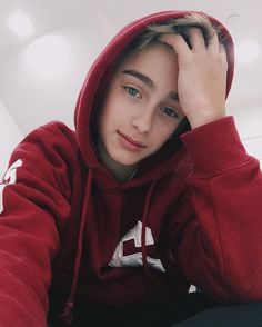 "Thank you so much to everyone nominating me for a Teen choice award❤️ It would mean the world to me if you guys went on twitter and tweeted ""i nominate @johnnyosings for #ChoiceMusicWebStar"" i'm doing a follow spree all week!"