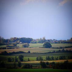Vestfynsk landskab ved Aarup #visitfyn #fyn #visitdenmark #naturelovers #nofilter #natur #denmark #danmark #dänemark #landscape #assens #mitassens #vildmedfyn #fynerfin #vielskernaturen #aarup #visitassens #church #instapic #kerte #picoftheday #sky
