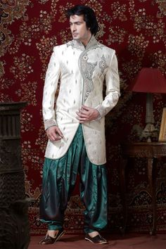 Get an exclusive designer collection of Indo western suits for mens at Nihal Fashions. Order any Indo western sherwani suit now with the great discounts. Best Indian Wedding Dresses, Wedding Dress Men, Wedding Men, Wedding Suits, Summer Wedding, Wedding Rings, Indian Men Fashion, Men Fashion Show, Mens Fashion