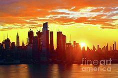 Manhattan Skyline, New York Skyline, Yellow Artwork, One World Trade Center, New York Central, Orange Sky, Fun Shots, Hudson River, Artist At Work