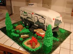 Camper Cake Cake made to match the camper of the birthday boy. Everything on the camper is yellow cake w/ fondant. The logs, cooler, fish. Fishing Theme Cake, Camping Theme Cakes, Texans Cake, Camper Cakes, Caravan Cake, Retirement Cakes, Retirement Parties, Truck Cakes, Cakes For Boys