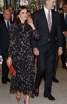 24 October 2019 - State visit to South Korea (day Seoul, LG Science Park, reception of the Spanish community living in South Korea - dress by Massimo Dutti Princess Letizia, Queen Letizia, Selena Dresses, English Dress, Style Icons Inspiration, Korea Dress, Princesa Real, Designer Party Wear Dresses, Classy Work Outfits