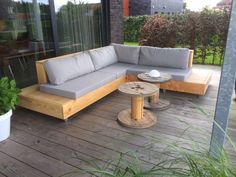 Making Yard Furniture Lovely A Floating Lounge Sofa From Scaffolding Wood Set Do It Yourself Garden Furniture Inspiration, Garden Furniture Design, Resin Patio Furniture, Outdoor Garden Furniture, Furniture Ideas, Wooden Furniture, Furniture Makeover, Antique Furniture, Entryway Furniture