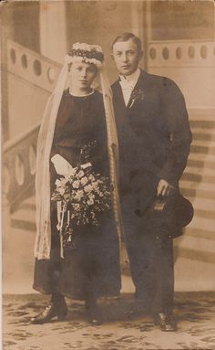 Black Wedding Gowns, Antique Photos, Wedding Bouquets, Nice Dresses, Brides, Weddings, History, Antiques, Painting
