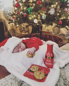 Monthly Baby Photos, Newborn Baby Photos, Newborn Pictures, Baby Pictures, Babies First Christmas, Christmas Baby, Christmas Pics, Newborn Christmas Pictures, Holiday Pictures
