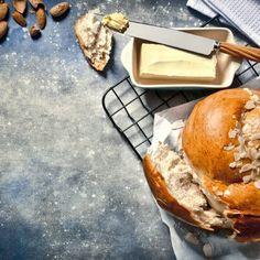Τσουρέκι Πασχαλινό / Easter bread. Συνταγή για σίγουρη επιτυχία. Εύκολο και νόστιμο τσουρέκι που δεν πρέπει να λείψει από το πασχαλινό σας τραπέζι! #millsofcrete #tsoureki #syntages #easter #greekfood #greekrecipes #sweetbread #συνταγες #πασχα #πασχαλινεςσυνταγες #τσουρεκι Greek Easter, Easter Recipes, Martha Stewart, Camembert Cheese, Bread, Health, Food, Health Care, Breads