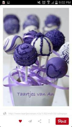 Adorable cake pops.
