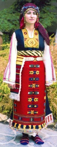 FolkCostume&Embroidery: Overview of the costumes of Bulgarian Thrace Costumes Around The World, Folk Clothing, Ethnic Dress, Folk Costume, Bulgarian, People Of The World, Muslim Women, World Cultures, Ethnic Fashion