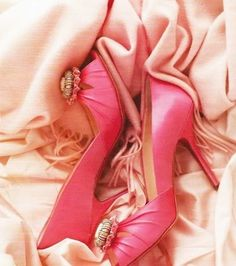 Chaussures roses #wedding #shoes #chaussures de #mariee #weddingshoes #chaussuredemariee