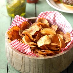 Homemade Potato Chips Recipe -Forget buying a bag of potato chips at the grocery store when you can make these at home. This quick and easy recipe will delight everyone in the family. —Taste of Home Test Kitchen Super Bowl Party, Potato Chips Homemade, Snack Recipes, Cooking Recipes, Potato Recipes, Skillet Recipes, Savory Snacks, Easy Snacks, Recipes Dinner