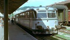 Ferrobus Vigo-A Coruña 5 horas e 100 paradas.