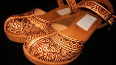 Custom pyrographed leather shoes by Behennaed