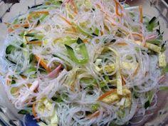 Salada Japonesa Harussame no dia 08/02/2011 Sushi Recipes, Asian Recipes, Vegetarian Recipes, Healthy Recipes, Japanese Kitchen, Japanese Food, Good Food, Yummy Food, Oriental Food