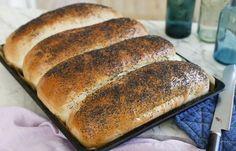 Perfekta formfranskor i långpanna som räcker till många! Cooking Bread, Bread Baking, Cooking Recipes, Good Food, Yummy Food, Bread Bun, Our Daily Bread, Dessert For Dinner, Different Recipes