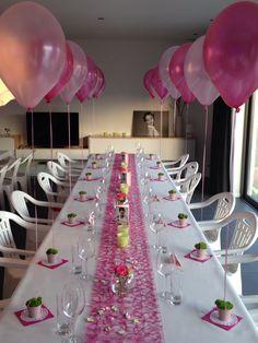 Voorbeeld voor het versieren van een tafel voor de communie van een meisje