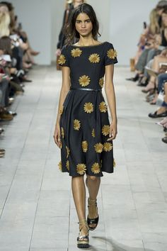 http://www.vogue.co.uk/fashion/spring-summer-2015/ready-to-wear/michael-kors/full-length-photos/gallery/1237172