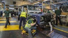 Der Defender war 67 Jahre lang der Inbegriff des Geländewagens. Zum Produktionsende hat Land Rover für Besucher die Fertigung aus den Gründertagen nachgebaut.