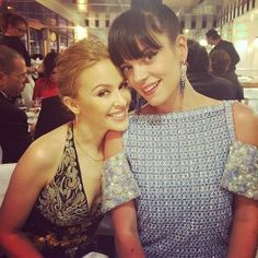SNEAK PEEK Look at Lily Allen's beautiful earrings, worn at the Vanity Fair party yesterday in #Cannes! Her and Kylie Minogue look radiant. What do you think?