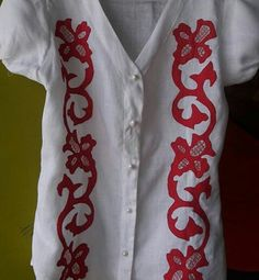 Blusa en talco Border Embroidery Designs, Hand Embroidery, Wardrobes, Old And New, Diy And Crafts, Clothes For Women, Sewing, Fabric, How To Wear
