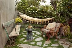 I could totally spend many lazy afternoons in that adorable outdoor space.