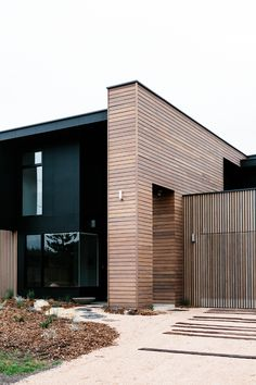 Modern House Design : Cottesloe Drive by Altereco Residential Architecture, Amazing Architecture, Contemporary Architecture, Interior Architecture, Innovative Architecture, Timber Cladding, Exterior Cladding, Cladding Ideas, Cedar Cladding House