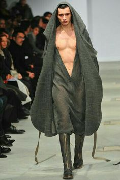 Finally Jedi uniforms are coming into fashion. I can't wait until full on ring wraith holocaust cloaks are acceptable day wear. Dark Fashion, High Fashion, Fashion Show, Fashion Design, Fashion Moda, Mens Fashion, Moda Chic, Androgynous Fashion, Swagg
