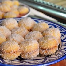 Flavored with apricot jam, orange flower water, and coconut, these Moroccan cookies resemble snowballs. They& also known as Richbond Cookies. Moroccan Desserts, Moroccan Dishes, Morrocan Food, Cookie Recipes, Dessert Recipes, Coconut Snowballs, Snowball Cookies, Coconut Cookies, Arabic Food