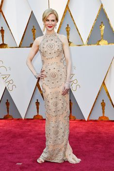 Nicole Kidman - Kibbe verified Flamboyant Natural - you can really see the long line of her body in this gown, and how she is flattered by the simplicity of the line.