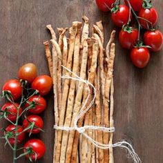Original Italian Grissini Breadsticks with dried tomatoes. (in Polish with translator) Appetizer Recipes, Appetizers, Ciabatta, Dried Tomatoes, Nachos, Bread Baking, Baking Recipes, Sushi, Carrots