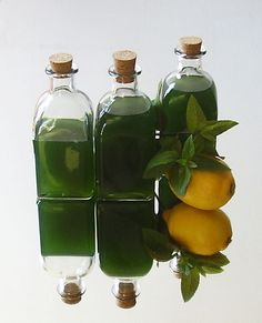Mint Syrup Quick Version Recipe: There is no substitute for its wonderful flavor and aroma; fortunately, it& easy to make your own! Healthy Foods To Eat, Healthy Drinks, Real Food Recipes, Cooking Recipes, Healthy Recipes, Mason Jar Wine Glass, Everyday Food, Simple Syrup, Kids Meals