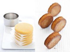 Oggi vi passo al volo la ricetta della sablé breton, una preparazione versatilissima che si presta molto bene come base per mousse, cremo...