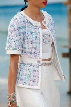 Chanel Spring 2019 Ready-to-Wear Fashion Show Chanel Spring 2019 Ready-to-Wear Collection – Vogue Fashion Week, Look Fashion, Fashion Design, Fashion Trends, Fashion Spring, Cheap Fashion, Fashion Ideas, Fashion Inspiration, Fashion Tips