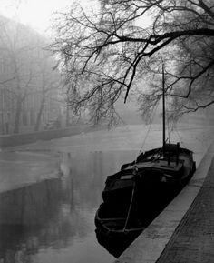 Mist in Amsterdam, Keizersgracht, 1948 by Ben Meerendonk