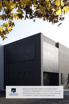 Tagein, tagaus entstehen wunderbare Lichtspiele, die Mario Piaser durch die Verwendung von Lochbleche geschaffen hat. Mehr unter http://www.mevaco.de/fascination-9 #MEVACO #Lochblech #Sonnenschutz #Aluminium #FaszinationNo9