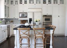 White Farmhouse Kitchens, Farmhouse Cabinets, Fresh Farmhouse, Farmhouse Style Kitchen, Rustic Kitchen, Country Kitchen, Home Kitchens, Kitchen Decor, Kitchen Ideas