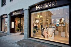 Farmacia Robiolio > Tutti > Portfolio Alfonso Maligno architecture & design - Studio Alfonso Maligno - Progettazione farmacie