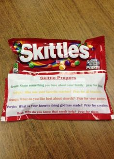 Skittle Prayers - Green: Name something about your family Purple: What is your favorite thing that God has made? Bible Object Lessons, Bible Lessons For Kids, Bible For Kids, Children Church Lessons, Youth Lessons, Sunday School Activities, Bible Activities, Church Activities, Christian Youth Activities
