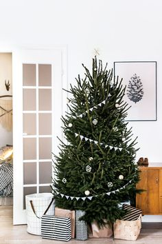 15 Minimalist and Modern #Christmas Trees
