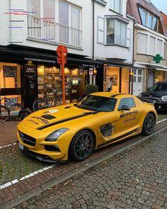 "Kindergeburtstag \""Baustelle\"" \""Baustelle\"" 4 - New Ideas Bugatti Chiron is the fastest and most powerful super sports car in BUGATTI's … Bugatti Chiron is the fastest and most powerful super sports car in BUGATTI's history – The MAN Audi, Porsche, Bmw, Mercedes Benz Amg, Mercedes Benz World, Lamborghini Aventador, Ferrari, Cool Sports Cars, Super Sport Cars"